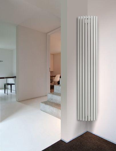 Crescent corner radiator in white